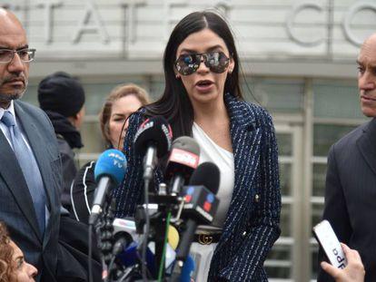 Emma Coronel, esposa de Joaquín Guzmán, en el tribunal de Brooklyn, en 2019.