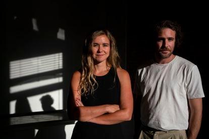 Christina Trenas y Santos Bakana de la productora Little Spain, quienes realizaron los videos del artista C. Tangana.
