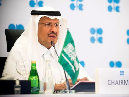 El ministro de Energía saudí, Abdulaziz bin Salman, durante una reunión virtual de la OPEP el año pasado.