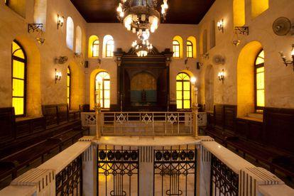 Vista interior de la sinagoga de Maimónides de El Cairo, Egipto.