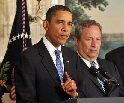 Barack Obama, durante la rueda de prensa. A su derecha el principal asesor económico de la Casa Blanca, Lawrence Summers.