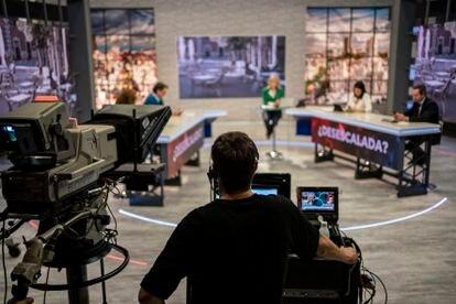 Emisión del programa 120 minutos, de Telemadrid, presentado por María Rey. Foto: Olmo Calvo