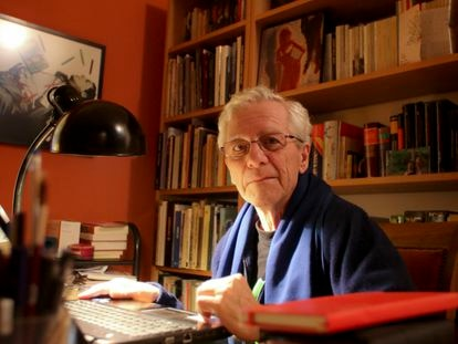 El escritor Jorge Martínez Reverte, en entrevista en su casa en Madrid, en enero de 2015.