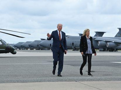 El presidente de Estados Unidos, Joe Biden, junto a la primera dama, Jill Biden, el pasado 4 de junio en la base aérea militar de Dover (Delaware).