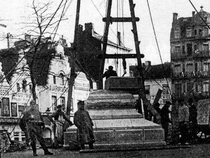 El ejército alemán desmontó el monumento a Ferrer i Guardia en Bruselas en enero de 1915 como gesto hacia el monarca español