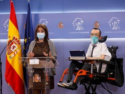 La portavoz del PSOE en el Congreso, Adriana Lastra, acompañada del portavoz de Unidas Podemos en el Congreso, Pablo Echenique.