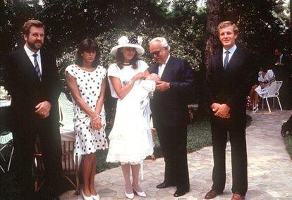 Carolina de Mónaco y Stefano Casiraghi, junto al príncipe Rainiero y la princesa Estefanía en el bautizo de su primer hijo, Andre.