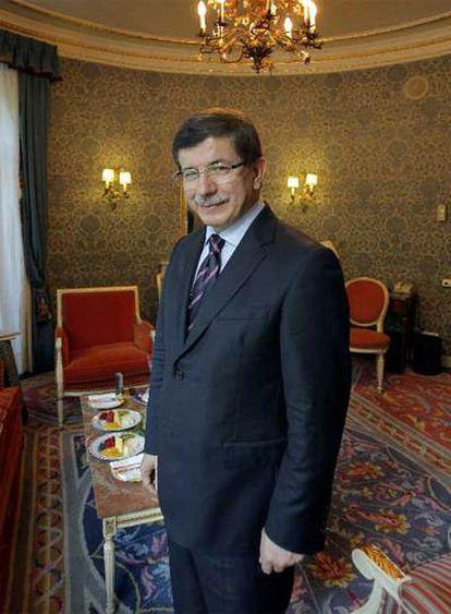 El ministro turco Ahmet Davutoglu, ayer en Madrid.