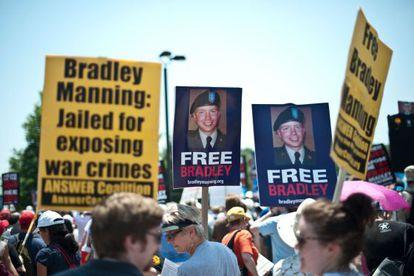 Manifestación a favor de la liberación de Bradley Manning, a las puertas de Fort Meade (Maryland).