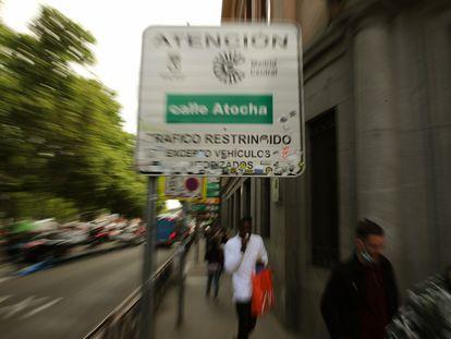 Señal de Madrid Central en el paseo del Prado.