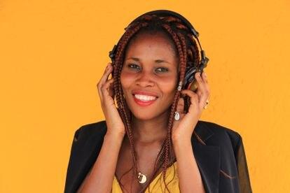 Lynn Attemene es la voz de los podcasts de EmmaLInfoS.
