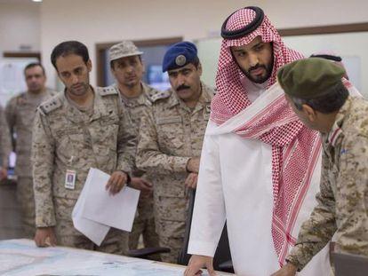 El príncipe Mohamed Bin Salmán, en el centro.