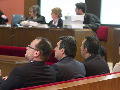 Dani Fernández, Manuel y Paco Bustos, en el juicio.
