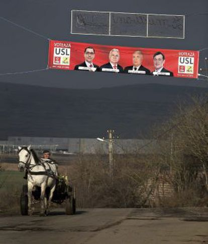Una pancarta electoral en Jucu de Sus, a 480 km de Bucarest, Rumania.