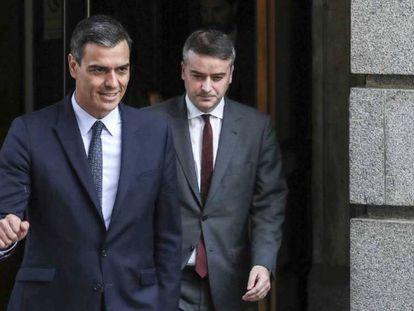 Iván Redondo sale del Congreso siguiendo a Pedro Sánchez, el pasado 23 de febrero.