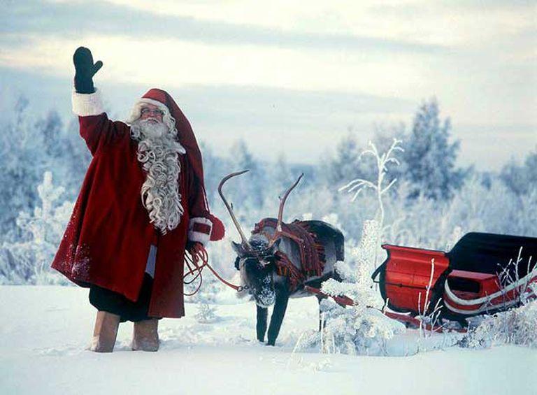 Papá Noel ya tiene suficiente con traer regalos a los niños.