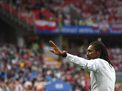 Aliou Cissé dirige a Senegal durante el partido contra Polonia en Moscú.