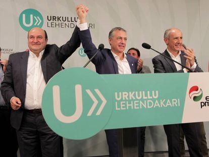 Andoni Ortuzar, Iñigo Urkullu y Josu Erkoreka celebran la victoria del PNV en las elecciones vascas de septiembre de 2016.