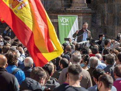 El íder de Vox, Santiago Abascal, durante el mitin que celebró el pasado jueves en el centro de Murcia.