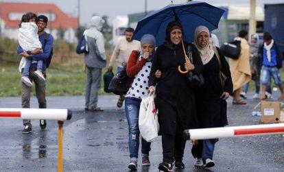 Refugiados llegados a Nickelsdorf, en la frontera austrohúngara.
