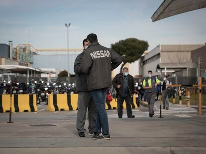Trabajadores de Nissan en la Zona Franca de Barcelona.