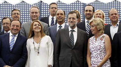 Rajoy, ayer, con los dirigentes del PP