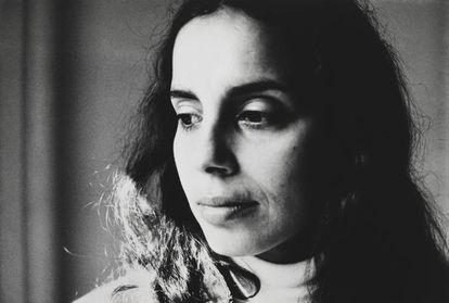 La artista cubana Ana Mendieta, en un retrato fotográfico de los primeros años 80.
