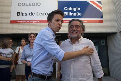 Íñigo Errejón y Pepu Hernández, en el colegio Blas de Lezo.