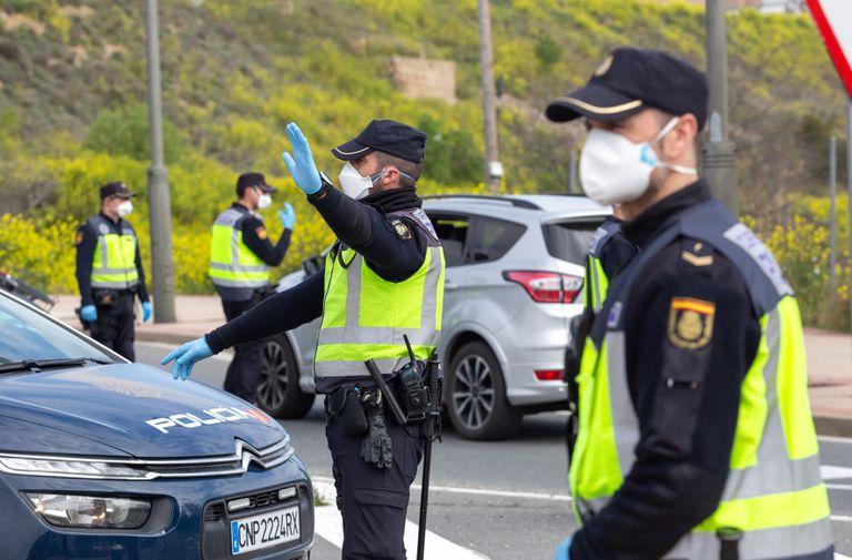 Control de la Policía Nacional en Logroño, el pasado 27 de marzo, en las primeras semanas del estado de alarma.
