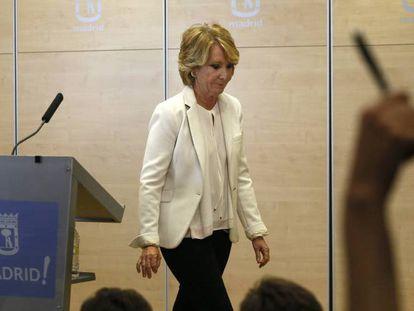 Esperanza Aguirre, en la rueda de prensa en la que anunció su dimisión como portavoz del PP en el Ayuntamiento de Madrid, en 2017.
