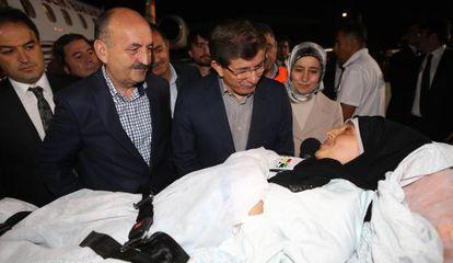 <b>LOS PRIMEROS HERIDOS PALESTINOS LLEGAN A TURQUÍA.</b> Los ministros de Exteriores y Salud reciben a cuatro palestinos heridos.