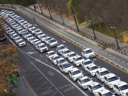 Una de las protestas de los taxistas valencianos contra la irrupción de las VTC.