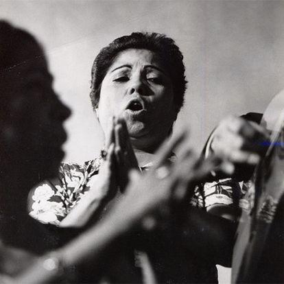 Bernarda de Utrera, cantando, en 1982.
