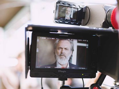 Jose Coronado, durante el rodaje de la serie 'Vivir sin permiso'.
