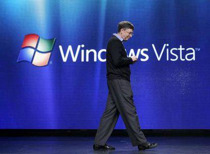 Bill Gates durante la presentación ayer del nuevo sistema operativo de Microsoft, Vista, que por fin está disponible desde hoy en las estanterías de los principales comercios de todo el mundo. Según Bill Gates, se han invertido más de 20.000 millones de dólares y casi seis años de trabajo en el desarrollo de Vista y el nuevo Office 2007.