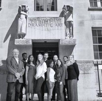 Tom Hiddleston (centro), junto con el resto del reparto de 'Hamlet'.