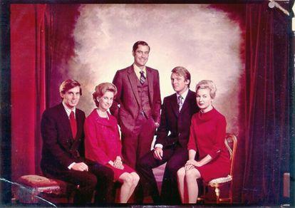 Una foto sin datar de los hermanos Trump: desde la izquierda, Robert, Elizabeth, Fred, Donald y Maryanne.