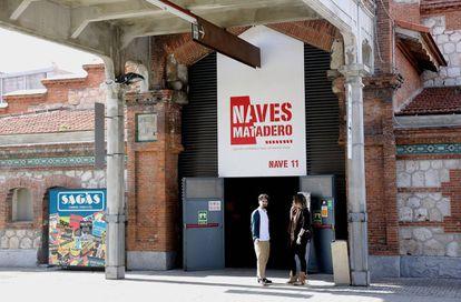 Cartel con la indicación 'Nave 11' donde antes se señalaba la sala Fernando Arrabal.