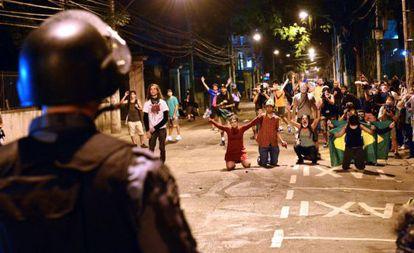 Los altercados han continuado en las calles de Río de Janeiro durante todo el encuentro de la final de la Copa Confederaciones.
