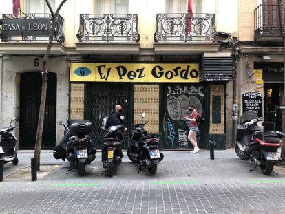 Fachada del bar El Pez Gordo, en Madrid, en abril de 2021.