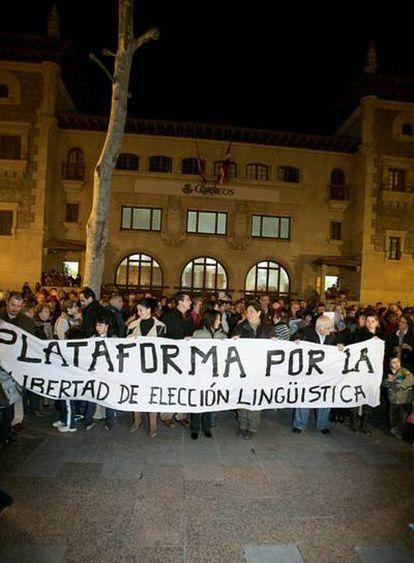 Concentración de la Plataforma en la Plaza de Correos de Vitoria
