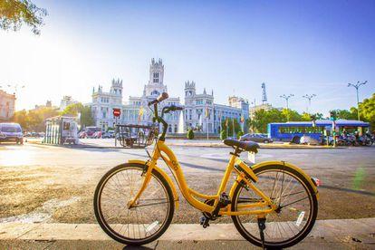 Pese a que llevan apenas un mes en Madrid, en la ciudad ya conviven dos generaciones de bicicletas Ofo. Las más nuevas tienen tres marchas.