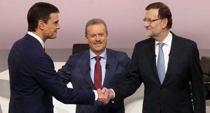 Pedro Sánchez y Mariano Rajoy, este lunes, antes del debate.