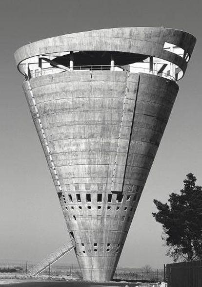 Torre de agua Grand Central, Midrand, Sudáfrica (GAPP Architects & Urban Designers, 1996).