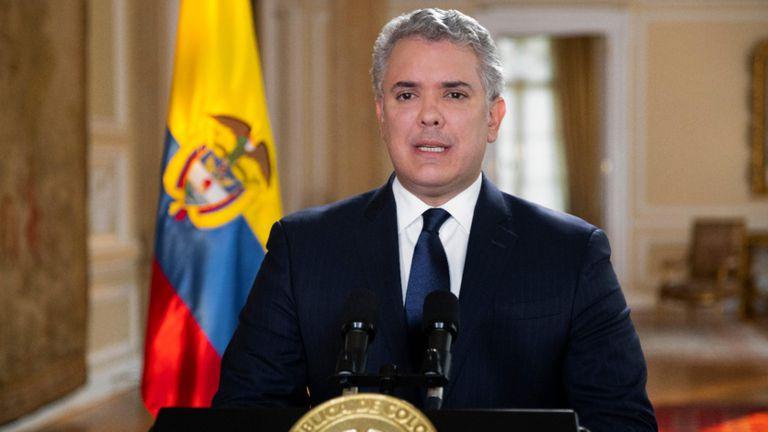 Iván Duque se la juega con la defensa de Álvaro Uribe, su mentor político    Internacional   EL PAÍS