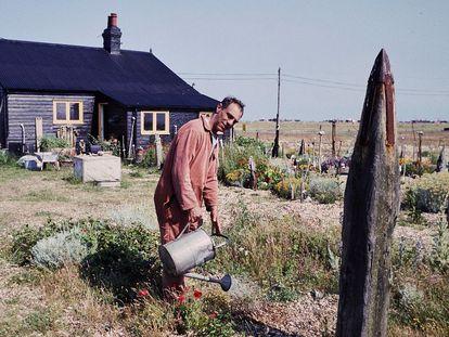 Derek Jarman en Prospect Cottage, entre 1989-1991.