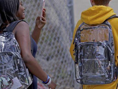 Los alumnos de Parkland, obligados a llevar mochilas transparentes