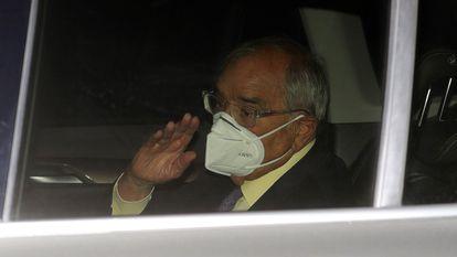 El exministro del Interior Rodolfo Martín Villa a su salida, en septiembre de 2020, de la embajada argentina en Madrid, tras declarar ante la jueza María Servini.