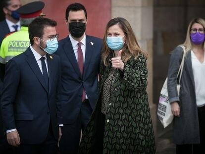 El vicepresidente catalán en funciones, Pere Aragonès (izquierda), el expresidente del Parlamento, Roger Torrent, y la exconsejera Meritxell Serret el viernes en Barcelona.