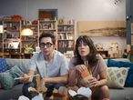 Berto Romero y Eva Ugarte son padres primerizos en la serie 'Mira lo que has hecho'.